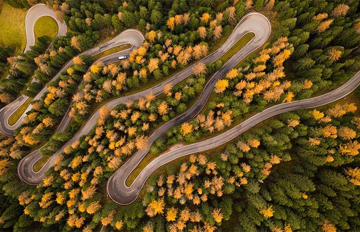 winding path symbolizing education paths in business brokerage
